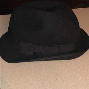 Black fedora with side bow